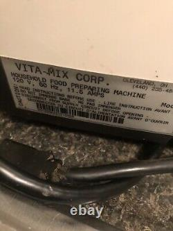 Vitamix 5000 Juicer Food Processor Blender WithRecipe Book & Video Works Great